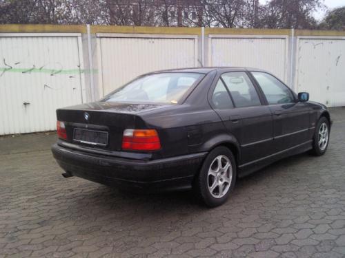 Vindem Cutie viteze automata BMW 316 1997