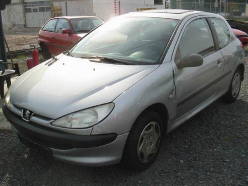 Vindem Pompa benzina Peugeot 206 2000