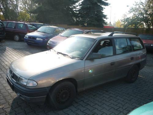Vindem Rampa injectoare Opel Astra 1996